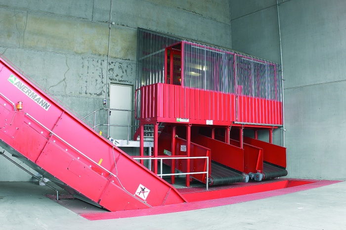 Avermann Sliding Belt Discharging Onto Chain Conveyor