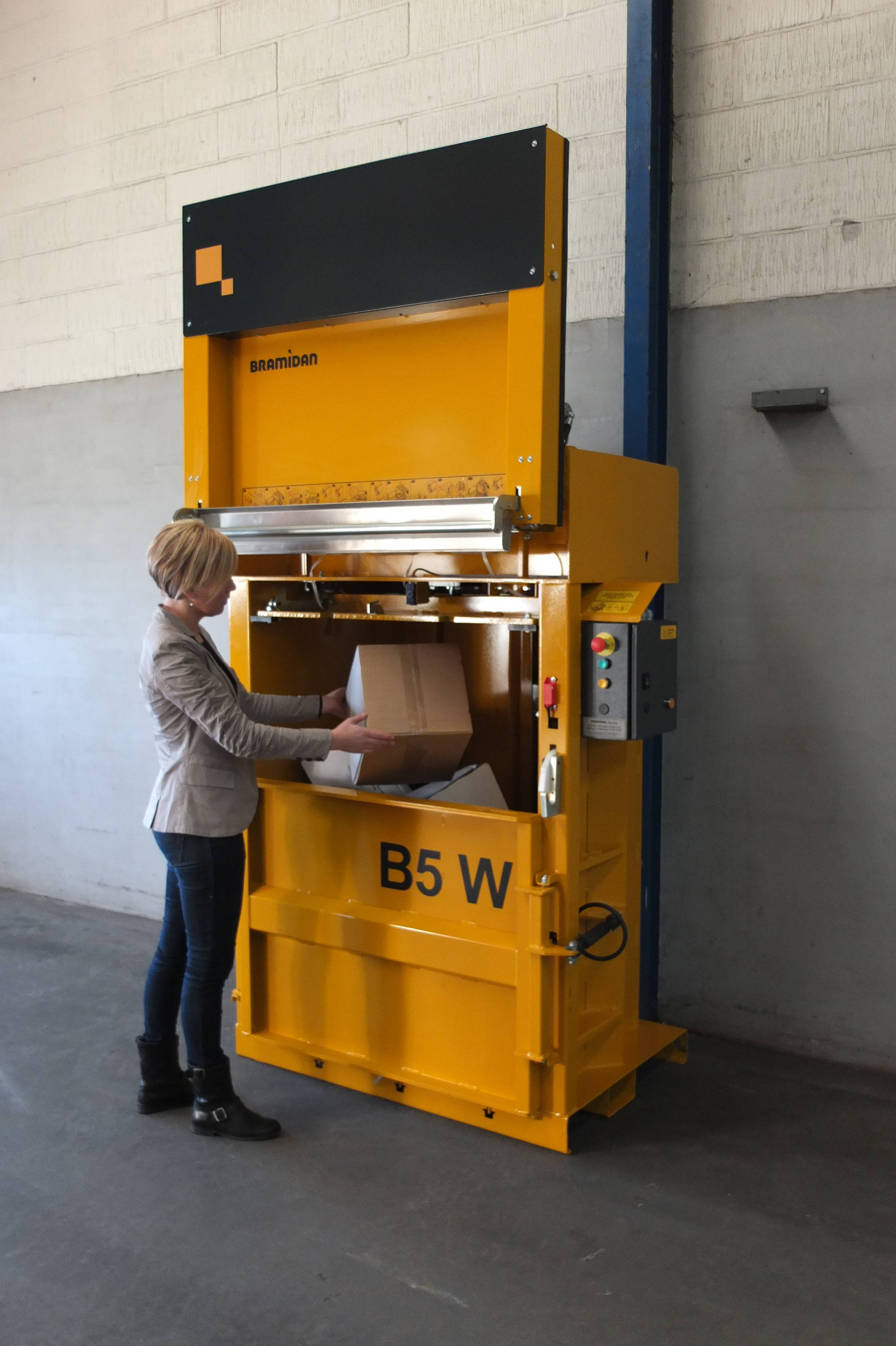 Bramidan B5W VD vertical baler supplied by Kenburn