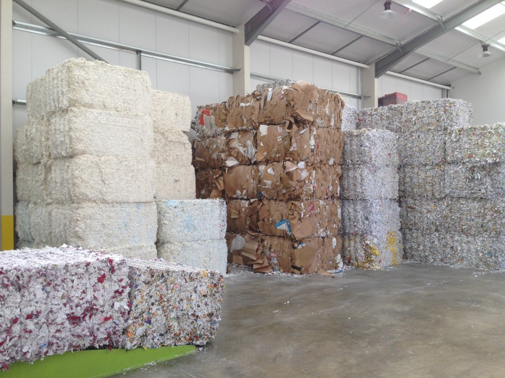 Materials baled in twin ram fully automatic horizontal baler