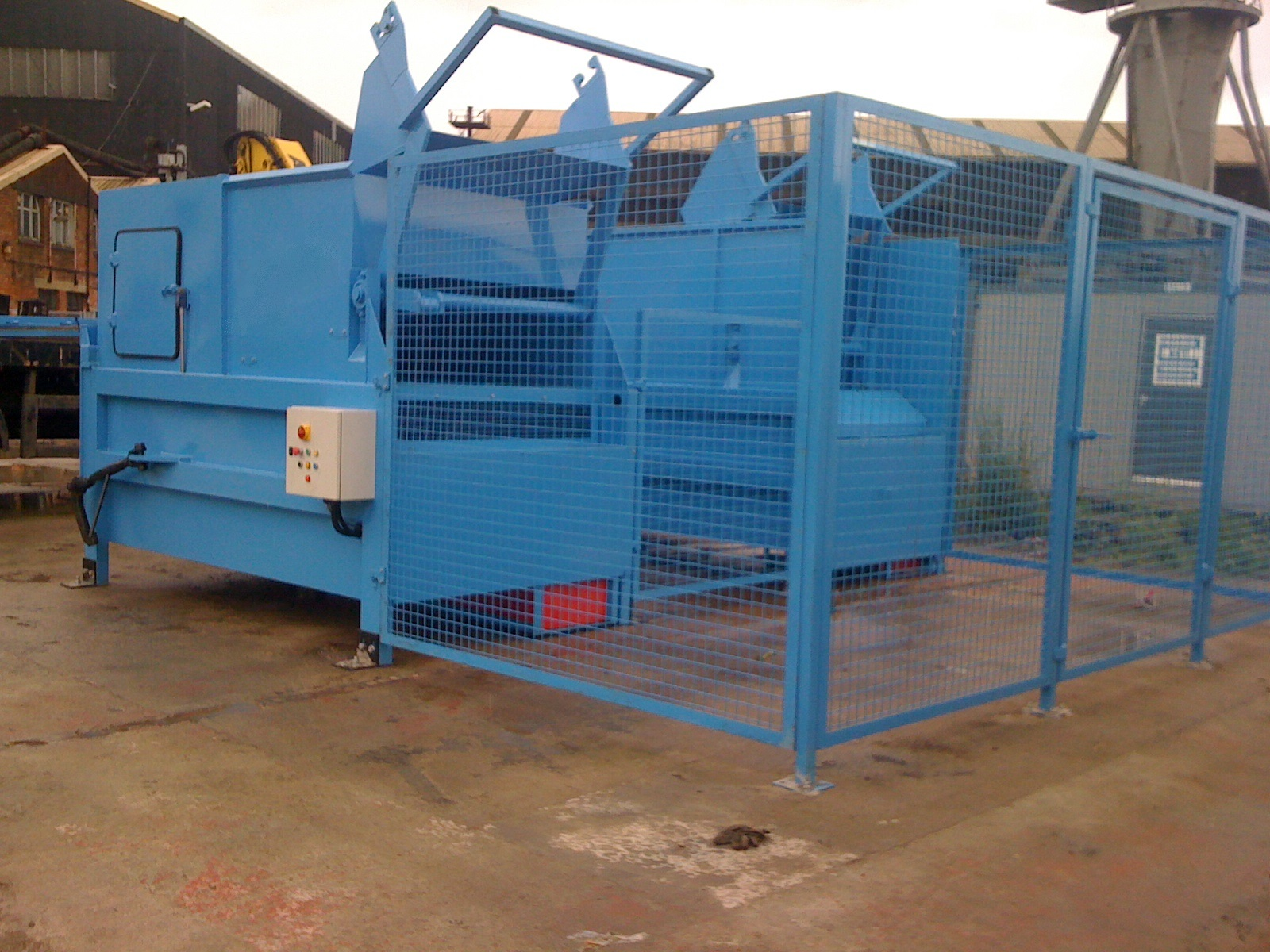 BLUE STATIC COMPACTOR WITH LOADER AND CAGES