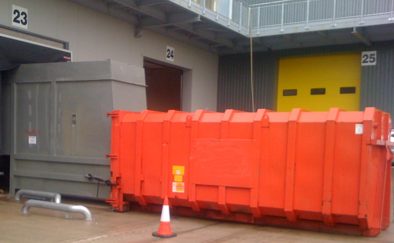 Kenburn Select KS300 top trunion lift with loading dock interface